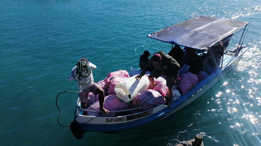 En las Islas se realizan labores de limpieza de basura de los mares. Foto: Parque Nacional Galápagos