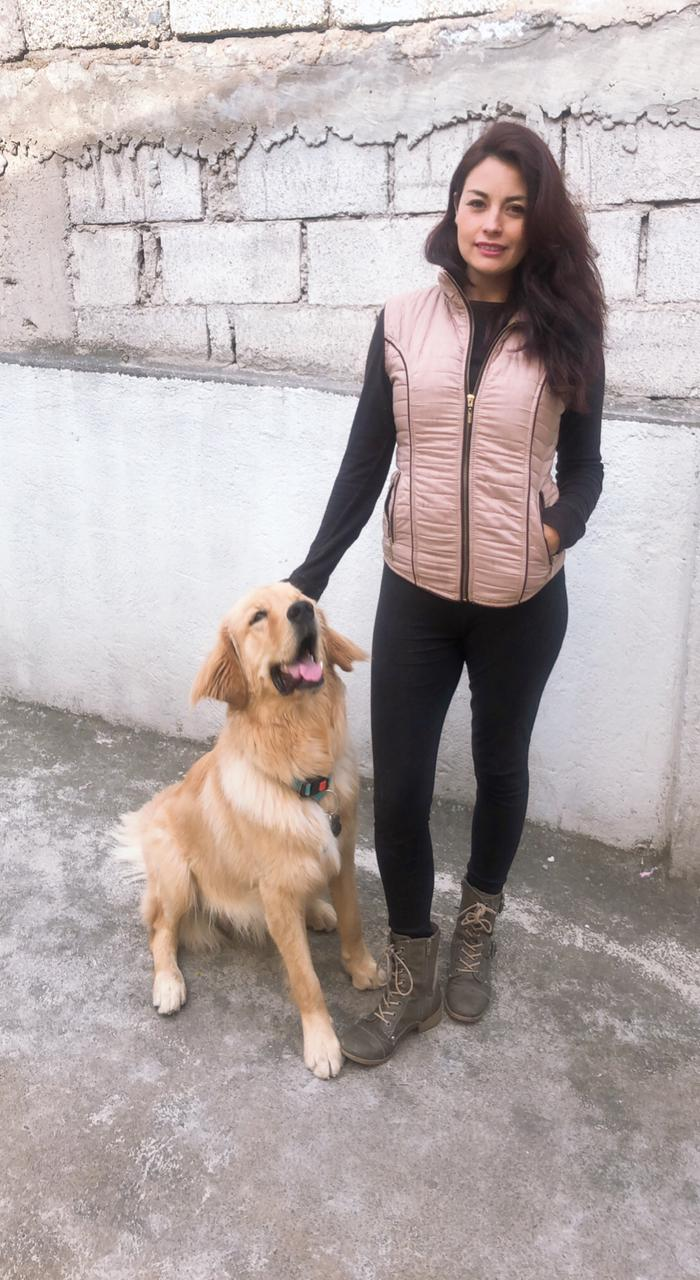 Mayra se siente más protegida con su can. Foto: Cortesía Fundación Arnuv