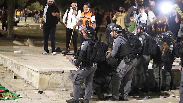 Israel prohíbe el acceso de los palestinos a esta mezquita que bombardeó esta semana. Foto: Democracy Now
